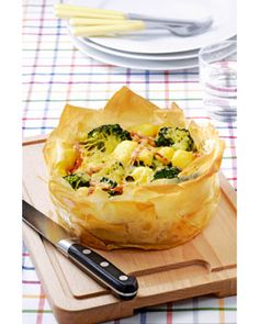 Broccoli Pie with potatoes and ham Dutch Recipes, Cooking Recipes, Healthy Recipes, Oven Dishes, Tasty Dishes, Vegetable Tart, Good Food, Yummy Food, What To Cook