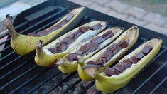 Bananes sur le BBQ: 3 recettes faciles pour se sucrer le bec cet été! - Desserts - Ma Fourchette Barbecue, Bar B Q, Grilling, Burgers, Ethnic Recipes, Camper Life, Muffins, Food, Halloween
