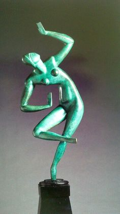 Alexander Archipenko, blue danser(1913-1918) en bronce bañado en pátina.  Aprecio el movimiento sugerido por Archipenko para transmitir ligereza y armonía. Desde esta perspectiva, la escultura me recuerda a una divinidad del hinduismo.