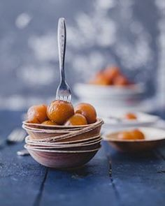 Gulab jamuns with sweet potatoes are fried dumpling dipped in sugar syrup. A favourite treat in India. Indian Dessert Recipes, Indian Sweets, Indian Recipes, Comida India, Food Photography Styling, Food Styling, Art Photography, My Best Recipe, Fabulous Foods