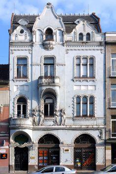 Cluj Napoca - Klausenburg 05 Sezession | von Arnim Schulz German Architecture, Vintage Architecture, Art Nouveau Architecture, Tour Around The World, Around The Worlds, Romania Travel, Old Building, Group Tours, Travel Tours