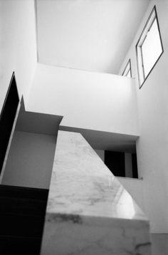 Resultado de imagem para casa avelino duarte, siza Under The Lights, Lloyd Wright, Portugal, 1980, Stairs, House, Composition, Home Decor, Build House