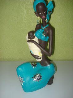 muñeca africana pintada African Beauty, African Women, African Art, Baby Nap Mats, Cuban Art, African Dolls, African Culture, Glass Bottles, Terracotta