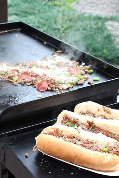 On a warm summer night, the last thing you want to be doing is spending it cooking indoors. With this flavorful hot sandwich recipe, you will have every reason Outdoor Griddle Recipes, Outdoor Cooking Recipes, Grilling Recipes, Grilling Tips, Flat Top Griddle, Griddle Grill, Ryan's Grill, Hibachi Grill, Grill Time