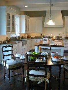780d5a7d719c Lovely kitchen ... hmm ... do I need a round table