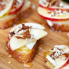Apple, Brie, & Honey Bruschetta is a delightful salty & sweet taste of Fall.