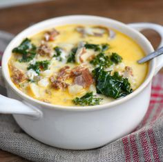 One Pot Olive Garden Zuppa Toscana Soup! Comfort food at it's best! Loaded with bacon, sausage, potatoes, and kale! So delicious and filling, the whole family will love this soup!  // Mom On Timeout #zuppatoscana #zuppa #toscana #soup #dinner #onepot #recipe #recipes #sausage #bacon #potatoes #kale Sopa Toscana, Zuppa Toscana Suppe, Olive Garden Soups, Olive Garden Zuppa Toscana, Copycat Recipes, Soup Recipes, Cooking Recipes, Recipes Dinner, Chicken Recipes
