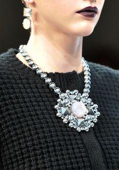 Borchie e strass al posto delle perle    Bottega Veneta, sfilata autunno/inverno 2012-13