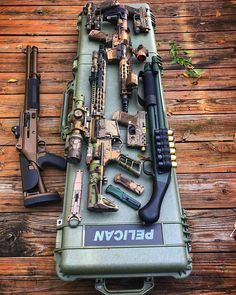 """Mi piace"": 72, commenti: 1 - Guns Fanatics™ (@guns_fanatics_) su Instagram: ""@Regrann from @mann.made - New ""small"" @pelicanprofessional 1750 case came in today. Now the ol'…"""