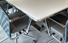 Custom - Conference White Glass Top Corner Detail - Decca Contract