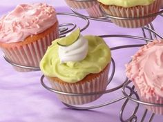 Key West Cupcakes Make cupcakes with a Key lime flavor twist! Both a filling and a frosting make them special. Cupcake Recipes, Cupcake Cakes, Dessert Recipes, Desserts, Cup Cakes, Cupcake Ideas, Cupcake Fillings, Baby Cakes, Key Lime Cupcakes