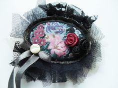 Romantická textilná brošňa