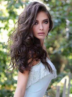 Turkish actress Neslihan Atagül