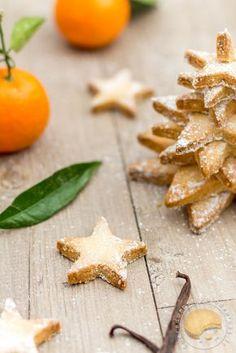 Sablés de noël croustillants à base de noisettes, d'amandes et à la fleur de sel.
