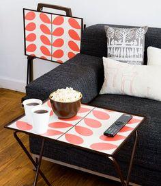 DIY wallpapered TV trays via Design Sponge Tv Tray Makeover, Painted Furniture, Diy Furniture, Diy Tapete, Decorating Your Home, Diy Home Decor, Wallpaper Crafts, Demask Wallpaper, Wallpaper Furniture