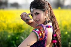 Jaadu ki Jhappi Item Song Lyrics - Ramaiya Vastavaiya(2013)   Jacqueline Fernandez.