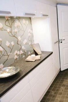 Pukuhuoneseen idea, voisi olla 30cm leveää kaappitilaa Flooring, Tile Floor, Kitchen, Laundry