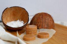 Life tastes good: Syntisen herkullinen vaalea kookossuklaa  http://lifetastesgood-nanne.blogspot.fi/2014/10/syntisen-herkullinen-kookossuklaa.html