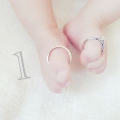 Instama Mom& Anniversary Photo Ideas 7 Selections - Tamahiyo ONLINE - Jina Jang - - Let& take a picture in the studio! Cute Photography, Birthday Photography, Newborn Photography Props, Half Birthday Baby, Monthly Baby Photos, Baby Poses, Baby Memories, Heart For Kids, Baby Milestones