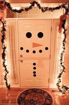 bonhomme de neige sur la porte