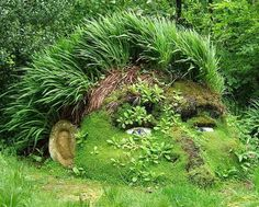 Neat idea for a living garden sculpture, got the perfect mound for a creation like this!!!