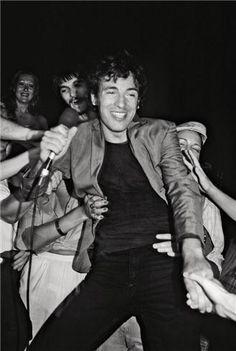 Bruce Springsteen and Fans 1977 | Lynn Goldsmith