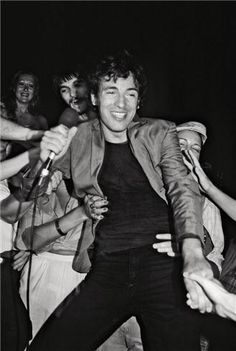 Bruce Springsteen and Fans 1977 | Lynn Goldsmith
