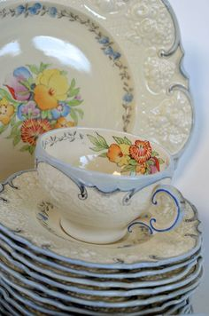 "♥My ""good"" china is Royal Ducal also. But in Florentine, so it's creamy with green edge and cottage flowers! I want to cry of happy memories whenever I use it."