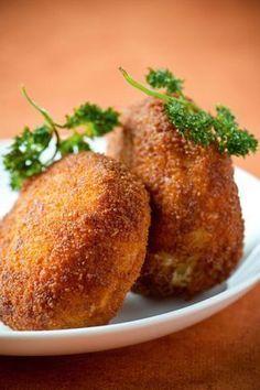 Kaaskroketten Veggie Snacks, Veggie Recipes, Cooking Recipes, Veggie Food, Tapas, Vegetarian Recepies, Belgian Food, Confort Food, Easy Recipes For Beginners