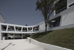 Rafael Bordalo Pinheiro Secondary School. Sousa Santos Architects. Portugal.