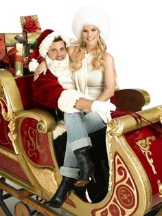 Nick and Jessica, back when they were Nick and Jessica. | 18 Extremely Awkward Celebrity Christmas Photoshoots