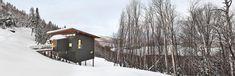 Situé sur une pente raide de l'ancienne station de ski de Mont-Jasper, cet incroyable chalet de ski, par la firme robitaille.curtis, a été conçu comme un vérita