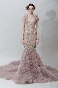 Now this is a gown! If I ever have a red carpet engagement I'll be wearing this :-)