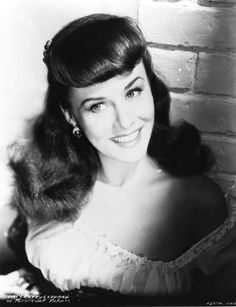 Paulette Goddard, beautiful, great actress. Old Hollywood Movies, Old Hollywood Stars, Golden Age Of Hollywood, Vintage Hollywood, Hollywood Glamour, Hollywood Actresses, Classic Hollywood, Hollywood Icons, Paulette Goddard
