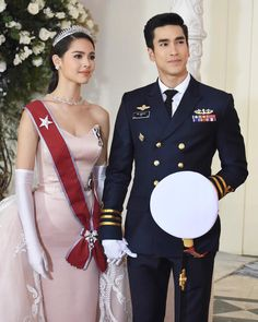 Happy ending for Jao Ying Alice and Lieutenant Commander Davin or not! 🤔 I think the answer is very. Couple Goals Teenagers Pictures, Classy Outfits, Cute Outfits, Bts Girl, Thai Drama, Princess Style, Young Fashion, Asian Babies, Celebrity Couples