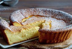 Moelleux Léger au Yaourt WW - Plat et Recette light WW yogurt cake, recipe for a very light yogurt cake. This light fluffy is easy to make and perfect to serve with fruit for dessert Dessert Ww, Ww Desserts, Ww Recipes, Cake Recipes, Dessert Recipes, Granny's Recipe, Yogurt Cake, Cooking Light, Weight Watchers Meals