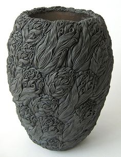 Hitomi Hosono ceramics click the image or link for more info. Pottery Bowls, Ceramic Pottery, Pottery Art, Thrown Pottery, Slab Pottery, Pottery Studio, Japanese Ceramics, Japanese Pottery, Keramik Design