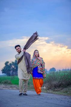 Weddings On A Budget, How To Plan And Manage With A Small Amount Of Money. Are you on the verge of getting hitched and need some wedding planning guidance? Punjabi Wedding Couple, Punjabi Couple, Punjabi Bride, Punjabi Suits, Bridal Poses, Wedding Poses, Wedding Couples, Pre Wedding Shoot Ideas, Pre Wedding Photoshoot