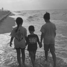 Walk on the beach, anyone? Thanks for sharing this sweet #BRvacation moment, Hensen family.