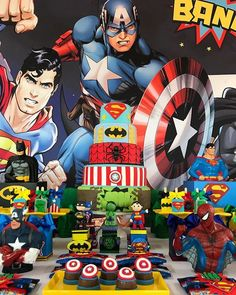 What an incredible party! Superman, Batman, Hulk and Spider-Man all in one place and here you will find super amazing party ideas to help you get inspired and plan your next event!