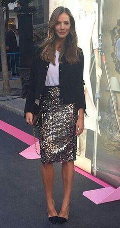 24 Easy Sytish Ways to Recreate Sequin Skirt Outfits Paillette Rock Outfit, Sequin Skirt Outfit, Black Sequin Skirt, Pencil Skirt Outfits, Black Sequins, Sequin Pencil Skirt, Long Dress Fashion, Ad Fashion, Muslim Fashion