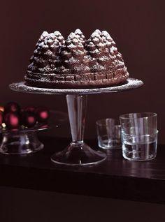 Recette de Ricardo de gâteau « sapin » au chocolat. Ce Gâteau au chocolat, en forme de sapins, fait un excellent dessert du temps des fêtes. Pudding Au Caramel, Sticky Toffee Pudding, Cheesecake Cake, Chocolate Cheesecake, Pastry Recipes, Cake Recipes, Chocolates, Cake Preparation, Chocolate Tree