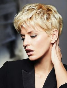 Short Hair Winter images of the most beautiful cuts - short hair winter 2018 6 Short Hair Cuts For Round Faces, Round Face Haircuts, Short Hair Cuts For Women, Hairstyles For Round Faces, Short Hairstyles For Women, Cool Hairstyles, Short Haircuts, Bridal Hairstyles, Blonde Hairstyles