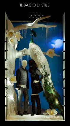 Il Bacio Christmas Window Display | Tropical Christmas by Millington Associates