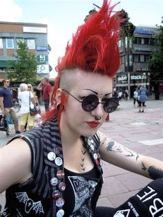We've gathered our favorite ideas for Punk Rock Girl With Red Hair Punk Fashion Mohawks, Explore our list of popular images of Punk Rock Girl With Red Hair Punk Fashion Mohawks. Punk Rock Hair, Punk Rock Girls, Deathrock Fashion, Punk Fashion, Anti Fashion, Cheap Fashion, Fashion Women, Alternative Girls, Alternative Fashion