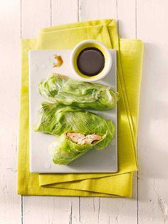 Gefüllte Reispapierrollen, mit Garnelen, Koriander und Eisbergsalat