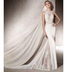 Original vestido de novia en crep combinado con encaje y guipur. Modelo Montse Colección San Patrick 2017