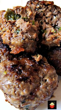 These Homemade Meatballs are full of flavor, juicy and simply delicious! Great as part of a family dinner or to serve as party food. Suitable for using chicken, turkey,beef, pork, lamb or soya ground meat. | Lovefoodies.com