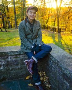 The casual puffer vest is back in style and so this one's for the guys who want to know how to wear a puffer vest (with style) this fall. 5 Easy Fall Outfits For Men Featuring The Puffer Vest Simple Fall Outfits, Casual Outfits, Winter Fashion Boots, Autumn Fashion, Sports Coat And Jeans, Stylish Men, Men Casual, Fashion Essentials, Style Essentials