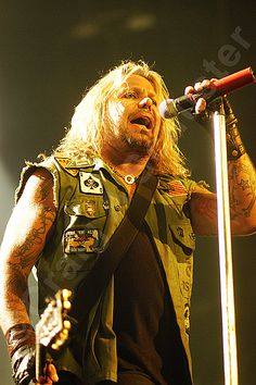 A Vince Neil for your Motley Crue #photo of the day. #RIPMotleyCrue #TheFinalTour #MotleyCrue #VinceNeil